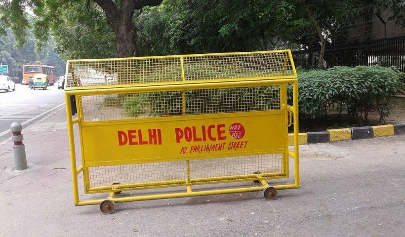 Delhi_Police's_Barricade