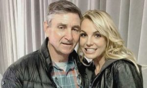 Brittany Spears with her father Jamie Spears smilling hug father daughter